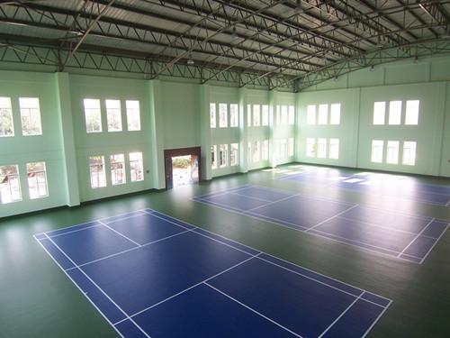 室内硅PU羽毛球场